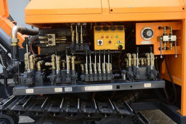 14_14_high_pressure_crawler_drilling_rig_2
